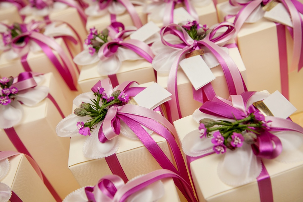 5 unique wedding gifts to impress the happy couple with